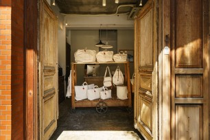 000241_tokyo_destination_stores_shed_that_roared_mainvisual